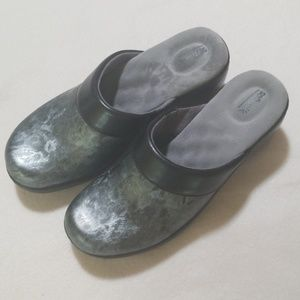 Softwalk sz 7 nursing clogs worn once